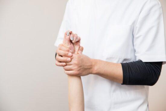 手部への徒手理学療法